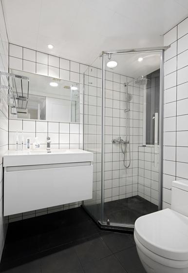 黑白调北欧风格装修卫生间效果图