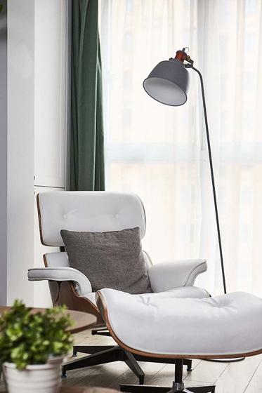 北欧风格三居室装修客厅地灯图片