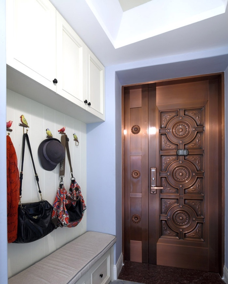 130平三居室装修玄关效果图