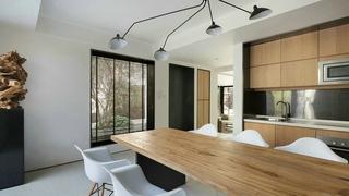 台式风格别墅装修实木餐桌