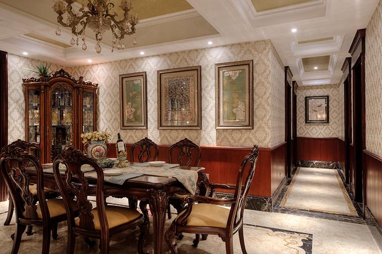 浓墨重彩的欧式风格装修实木餐桌