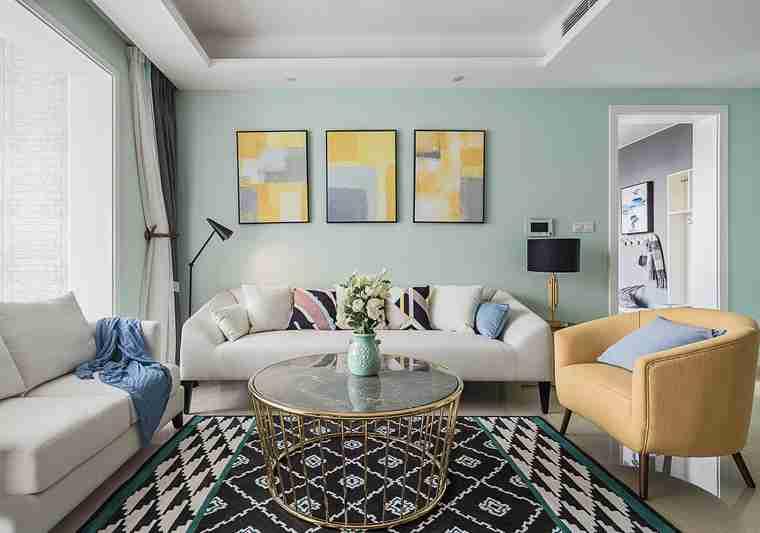 温润如玉的三居室装修客厅装饰画