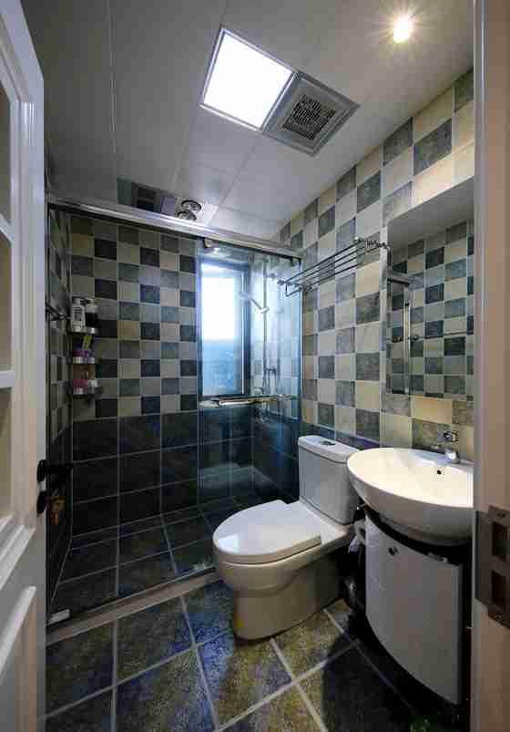 100平两居室装修卫生间图片