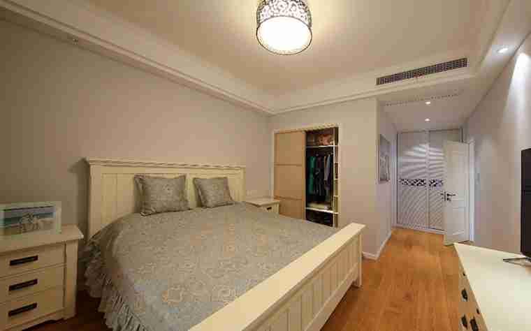 100平两居室装修主卧图片