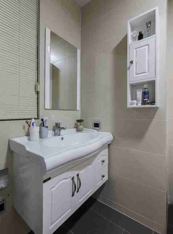 北欧风格婚房装修浴室柜图片