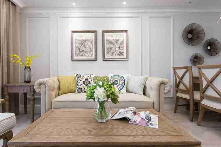 90平三居室装修客厅装饰画