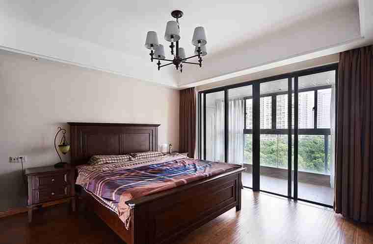 蓝调两居室装修卧室窗帘
