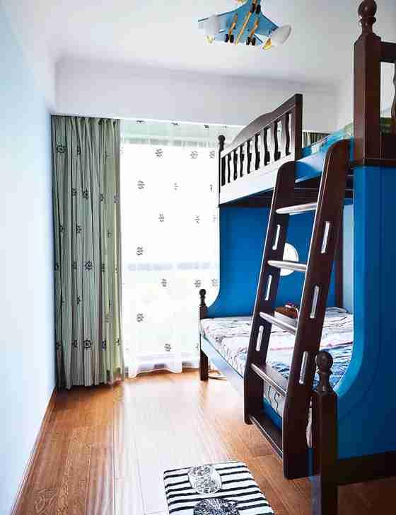 蓝调两居室装修子母床