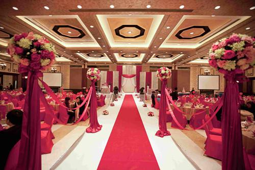 现在的婚礼形式各种各样,有中式的,还有西式的,还有中西合并的,如果图片