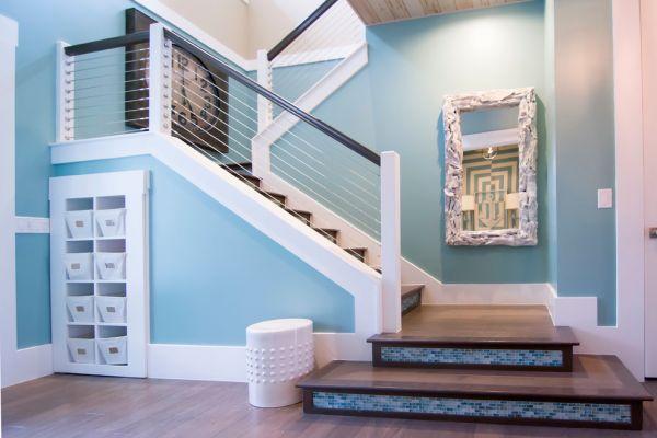 小柱之间的间距应在12-15cm,有小孩的家庭楼梯较好有立板,以防小孩图片