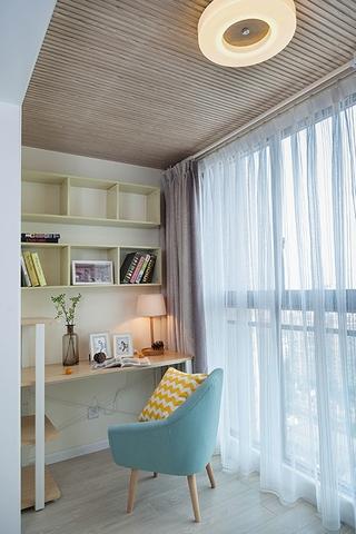 100平清新三居室装修阳台图片