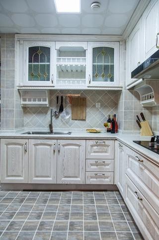 120平三居室装修厨房效果图