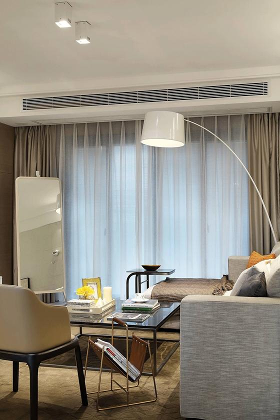 简单别致的白领公寓客厅落地灯图片
