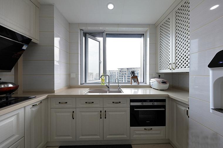 有落地窗的复式装修厨房效果图