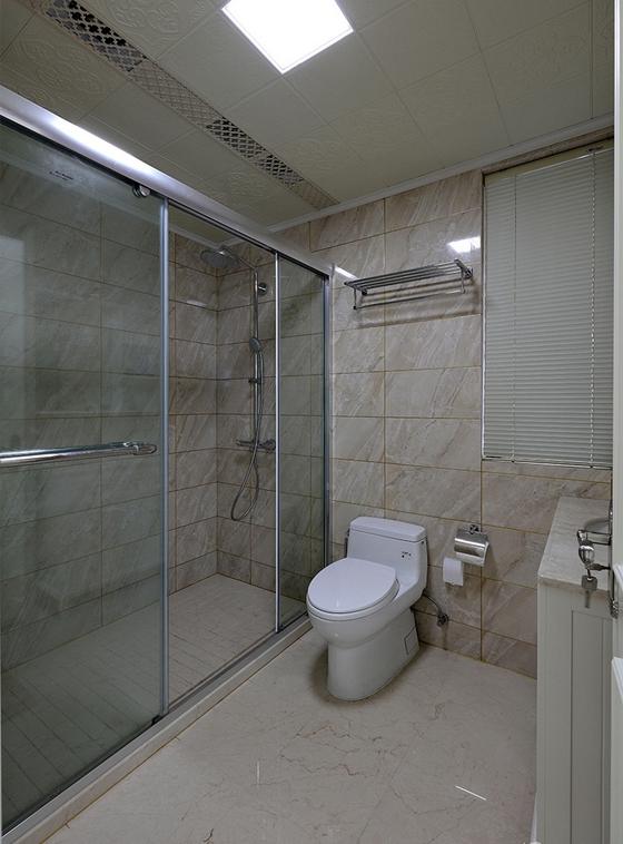 有落地窗的复式装修卫生间效果图