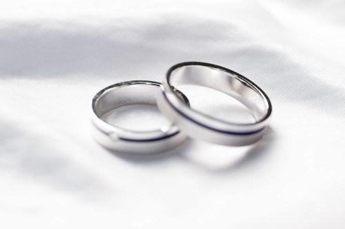 铂金戒指的选购技巧 正确保养戒指的方法_婚戒首饰