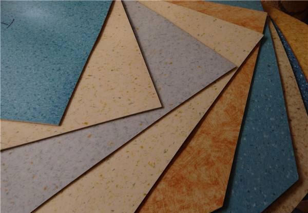 地板纸和地板革哪个好 地板纸和地板革优缺点大比拼