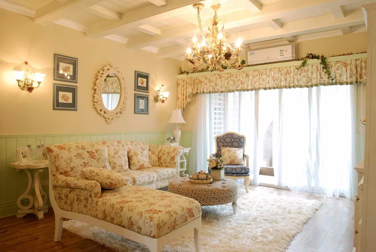 温馨的美式田园风婚房,碎花窗帘搭配抹茶绿的护墙板,整体风格小清新图片
