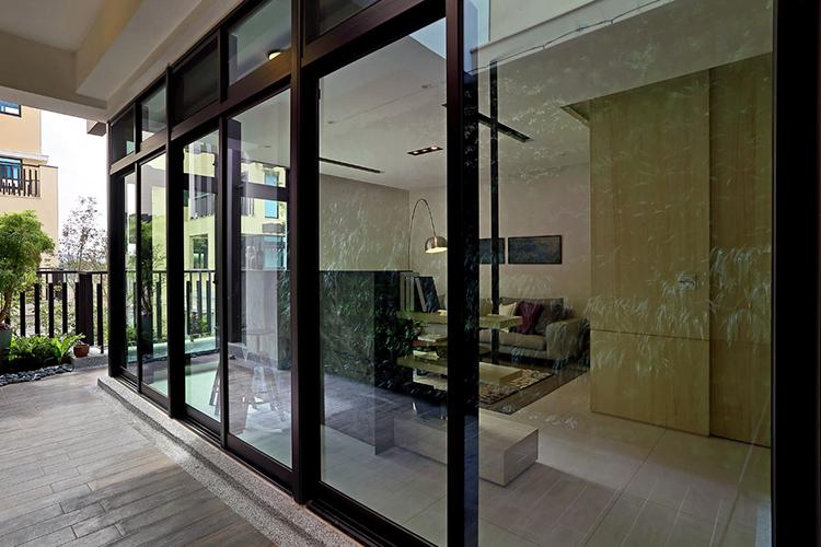 """不拘一格的""""景观""""别墅装修玻璃墙图片"""