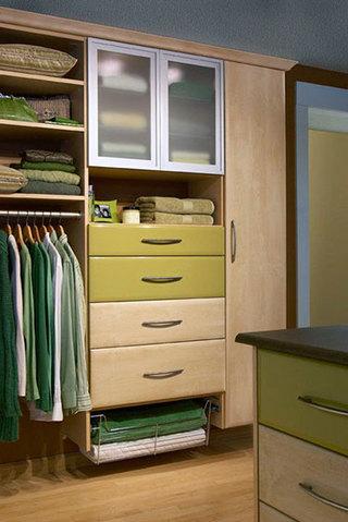 素色大容量衣柜装修图