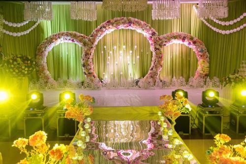 婚庆场景布置用什么颜色好 婚礼不同颜色所代表的意义
