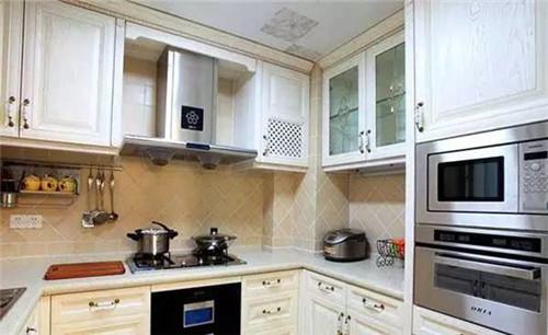 装修小户型厨房时,要事先与设计师沟通,再结合面积大小来选合适的