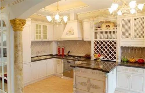 欧式厨房打造效果图3万装修适合中国人的欧式厨柜洁厕灵擦厨房变黑图片