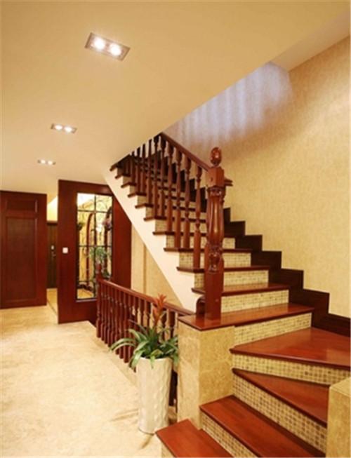 小户型跃层楼梯装修图片 90平小跃层楼梯装修丝毫不能