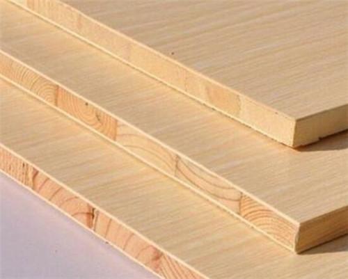 杉木芯是全方机拼整方料,是真正的全实木板材,而且面层贴皮采用免漆的