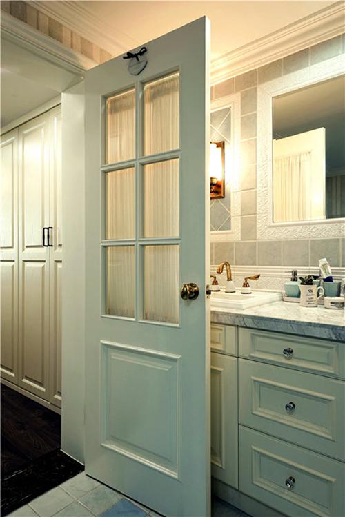 卫生间门设计不好是会出大事的,看完立马把我家门砸了!