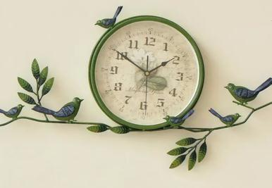 家居创意时钟的造型千奇百怪,带来了很好的视觉冲击效果.