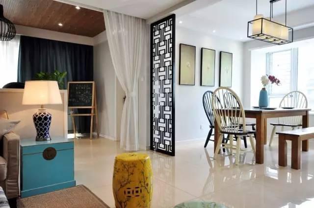 美式餐椅加上中式隔断以及禅意的装饰画,休闲区的有着强大的储藏功能图片