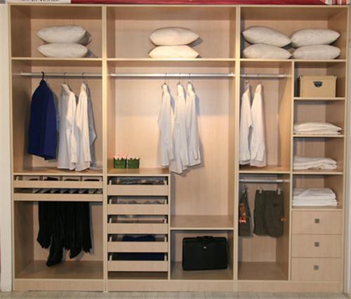 衣柜是必不可少的家具产品,不仅仅增加了收纳空间,也带来不错的风景线