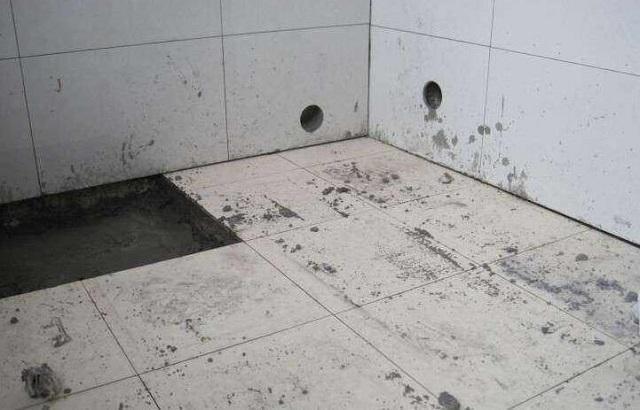 头次见有人这么贴卫生间瓷砖,听老师傅说完,才知道好处这么多!