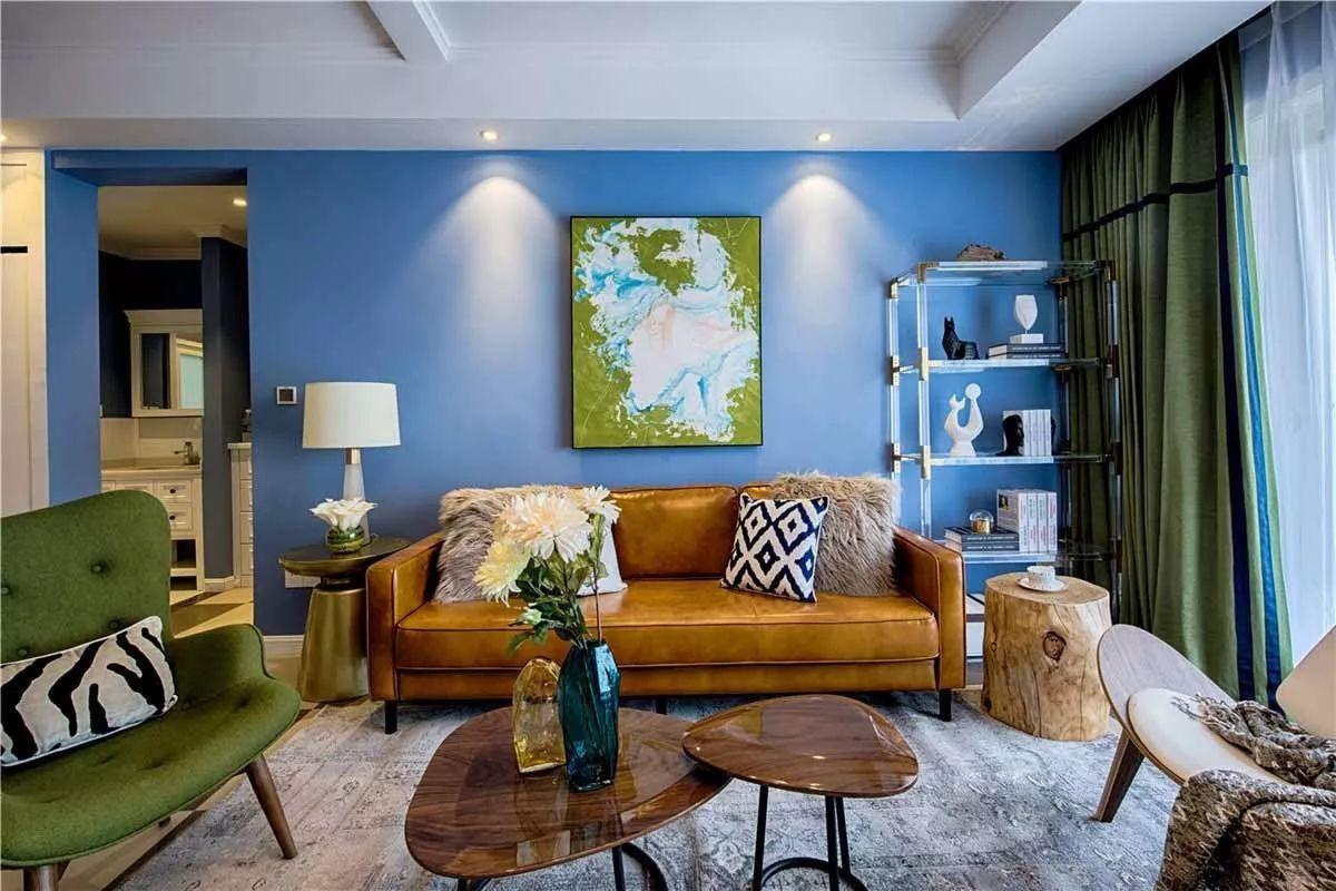 沙发背景墙选对装饰画,才能美了整个客厅空间!图片