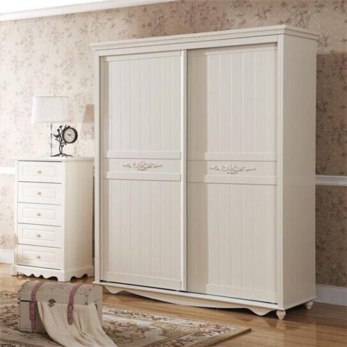 衣柜的边角采用了罗马柱装饰,又带着欧式的效果,这款衣柜比较适合小图片