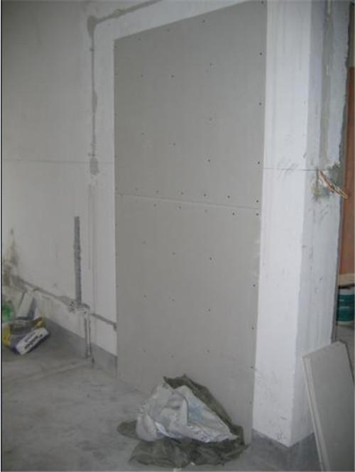 石膏板上刮腻子的步骤是怎样的 操作时要注意什么