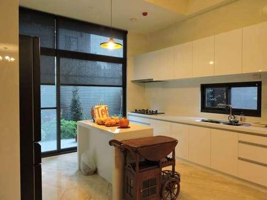 有钱连厨房都是豪华的 真是贫穷限制了我的想象