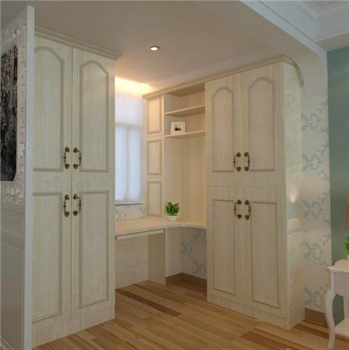 给我们带来欧式风格,白色的衣柜,纯洁简单,衣柜顶面采用罗马柱线条图片