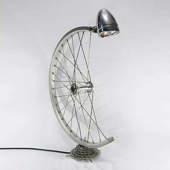 没想到,自行车零件能逆袭成艺术灯具?图片