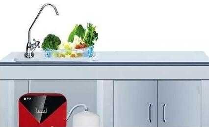 选择桶装水还是净水器?净水器保养比选净水器重要