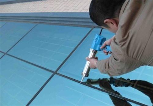 玻璃胶施工_璃胶多久能干 玻璃胶的施工方法与步骤