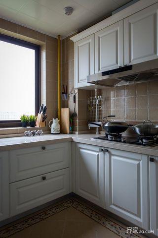 美式风情三居室装修厨房构造图