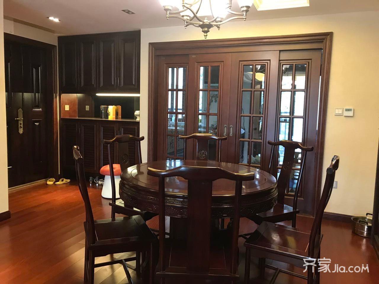 中式三居室装修餐厅欣赏图