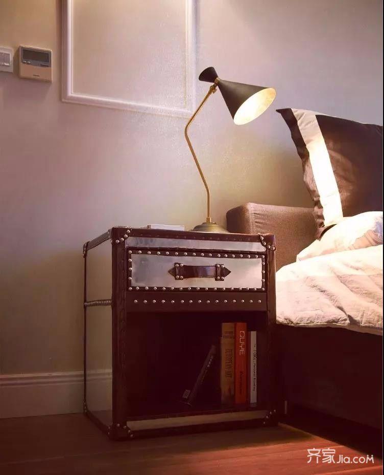 三居室混搭风格装修床头柜图片