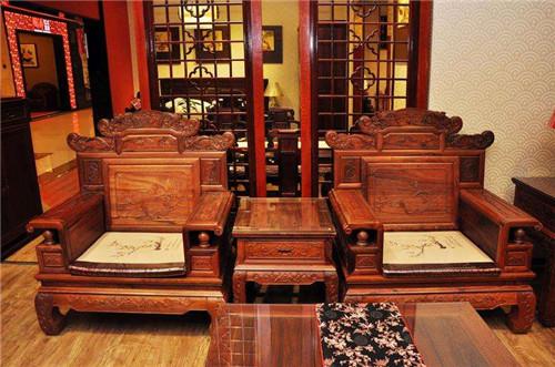 新手如何选购红木家具?选购红木家具前需要注意哪些事项?