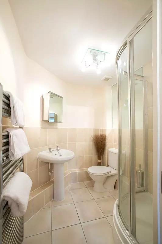 我问你件事儿,你家卫生间这么小,是怎么设计的?