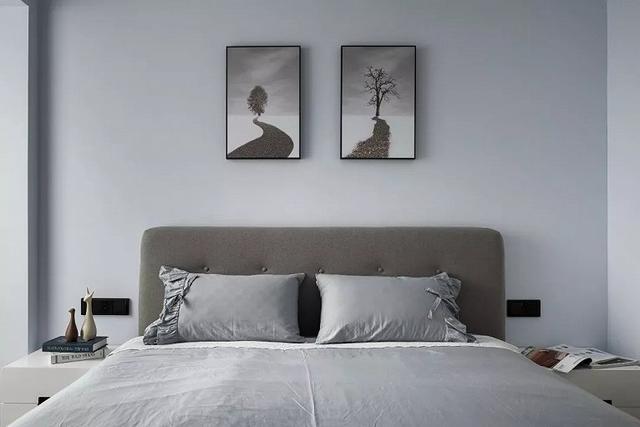 她家床头的这两幅简单的风景画也让我思考了好多,生活虽然有艰辛,但总