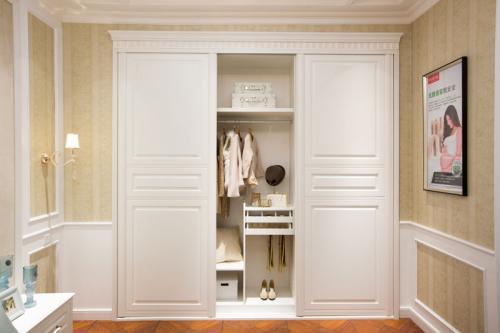 如何挑选靠谱的木质衣柜?只看这4点