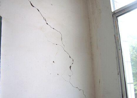 地震的裂缝简笔画